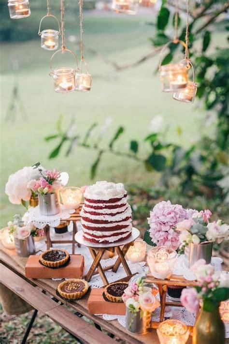 herrliche hochzeit dessert tisch mit einem nackten roten