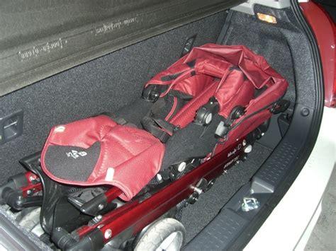 siege auto bebe al avant siège bébé et pousette dans le coffre