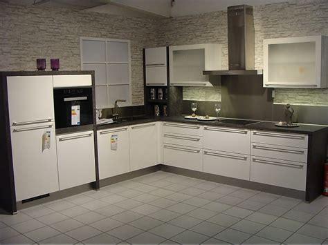Nobiliamusterküche  Moderne Lküche In Weiß Hochglanz