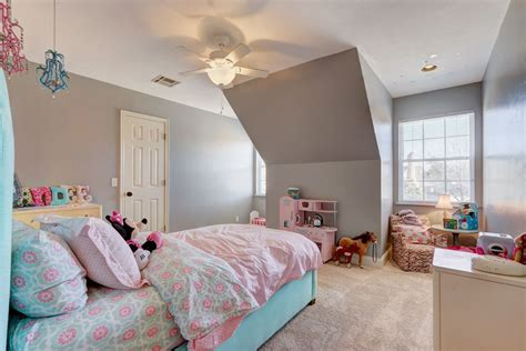 Traditional Kids Bedroom With High Ceiling & Carpet In