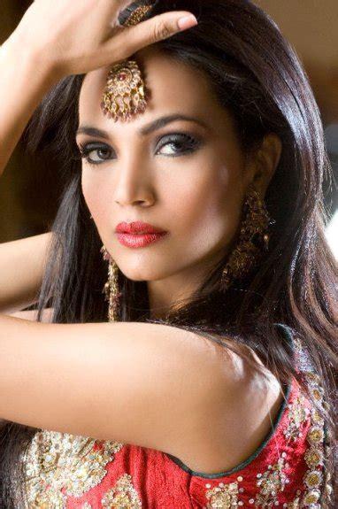 Aamina Sheikh Dramas, Wedding, Husband, Pics & Profile