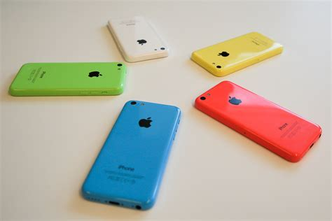 iphone 5c colors iphone 5c on the table all colors wallpapers and images