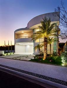Luxury, Contemporary, Facade, House, With, Curved, Lines, And, Organic, Forms