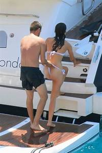 Liam Payne hits out at weight critics by donning a ...