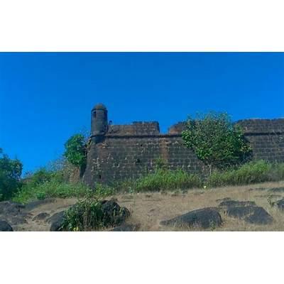 Chapora fort - Goa tour packages– Royal Leisure Tours