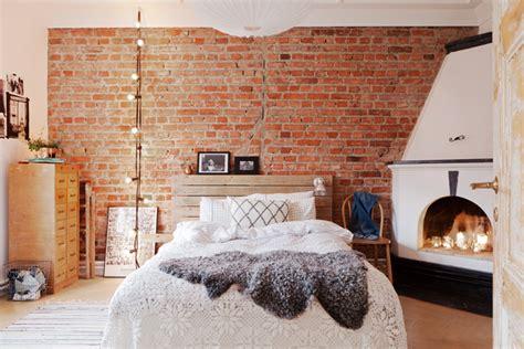 deco chambre adulte gris et blanc le mur en brique l accent qui apporte de la chaleur au