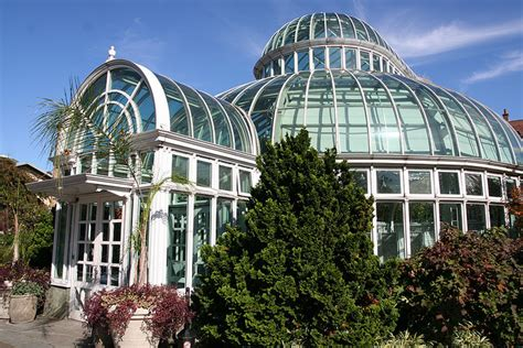 botanic garden wedding from hill