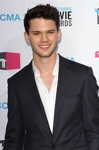 Jeremy Irvine Picture 15 - 17th Annual Critic's Choice ...