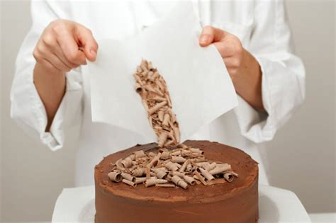 decorate  chocolate shavings easy cake decorating