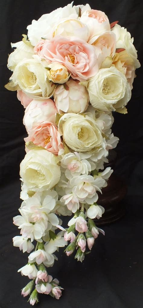 Best 25 Cascading Bouquets Ideas On Pinterest Trailing
