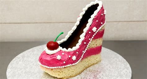 pinktastic saturday shoe cake talking  tami