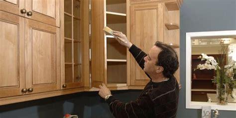 peinture d armoire de cuisine rajeunir les armoires de chêne raymond bernatchez le