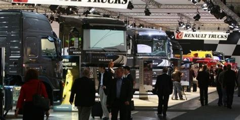 comite d entreprise renault siege volvo veut supprimer 508 emplois surtout chez renault trucks