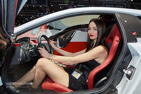 Hot Girls At The Geneva Motor Show 2015