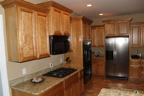 Oak Kitchen Cabinets- Tan Walls (these Countertops And