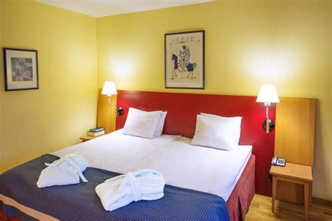 Neringa Hotel (Βίλνα, Λιθουανία)  Κριτικές και σύγκριση. Royal Hotel. Los Balcones De Zafra Hotel. Les Chalets D'evian Hotel. Domina Aquamarine Pool & Resort. Le Burgundy Hotel. Best Western Hotel Bielefeld. Kumanu. IndoChine Resort & Villas