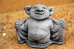 steinfigur troll mit hemd figur aus steinguss kaufen With französischer balkon mit troll figur garten