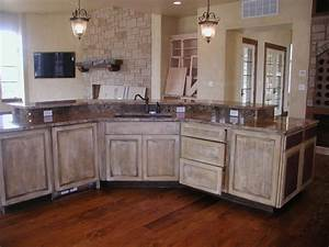 White Washed Cabinets – Traditional Kitchen Design