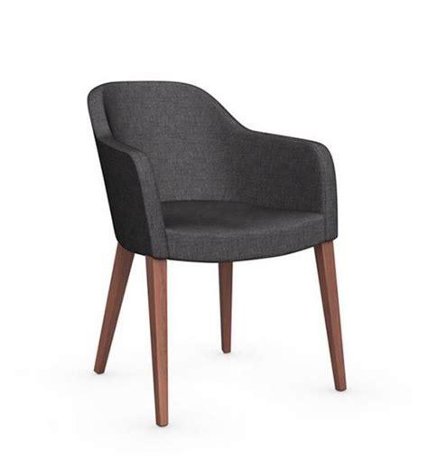 nettoyer des chaises en tissu chaise design gossip avec accoudoirs de calligaris piétement noyer assise tissu gris chaises