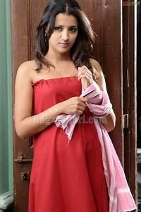 filim actress trisha hot bathroom scenes With trisha bathroom hot images
