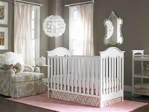 la peinture chambre bebe 70 idees sympas With tapis chambre bébé avec casquette motif fleur