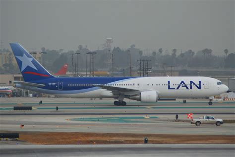 boeing 767 300 range file lan boeing 767 300 cc czw lax 17 04 2007 462as 4270149076 jpg wikimedia commons