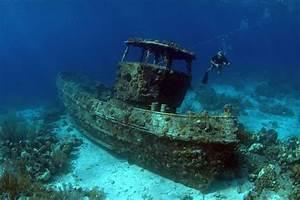 16 Photographs Of Eerie Underwater Shipwrecks