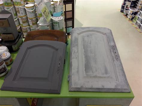 cuisine repeinte en gris cours de bricolage admt peinture sur meuble repeindre porte de cuisine chêne vernis sans décapage