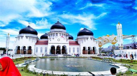 destinasi wisata religi masjid raya baiturrahman banda
