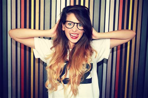 28 Photos Of Youtube Vlogger Zoe Sugg Aka 'zoella