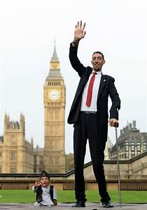 The tallest man and the shortest man in the world meet for ...