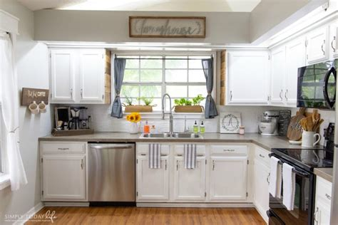 What Paint To Use On Kitchen Cabinets by Painting Kitchen Cabinets With Chalk Paint From Dixie
