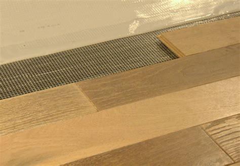 Pavimento Senza Colla posa pavimenti in legno installazione materassini per posa