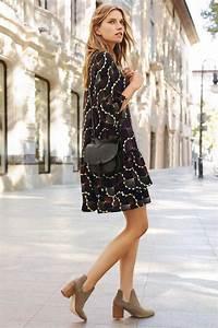 Bottines Avec Robe : tendance chaussures 2017 look printemps avec robe et bottines leading ~ Carolinahurricanesstore.com Idées de Décoration