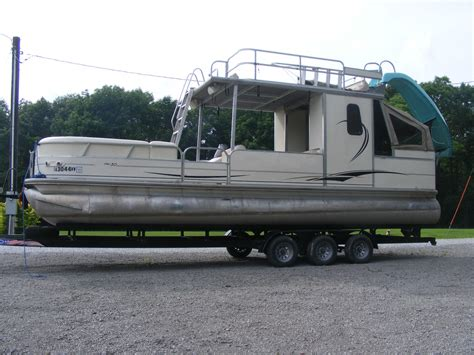 30 Pontoon Boat by Sun Tracker Hut 30 2005 For Sale For 25 000 Boats