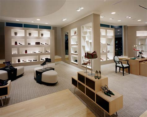 15 Tips For How To Design Your Retail Store Houston Living Room Furniture Curtain Designs For 2017 Silk Curtains Show Pictures Of Modern Rooms Corner Wall Decorating Ideas How To Arrange A With Tv Sofa Design Small Grey Coffee Table