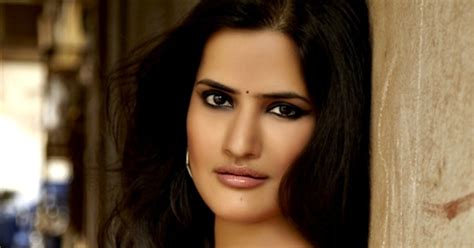 Singer Sona Mohapatra Slammed On Twitter With Abuses