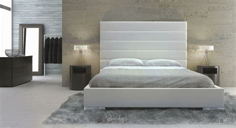 Design Wooden Headboards by Modern White Wood Headboards For Size Beds
