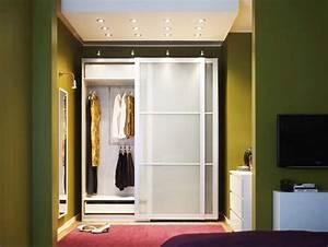 Ikea Kleiderschrank Schiebetueren : kleiderschrank schiebet ren g nstig ikea mit kleiderb geln ~ Lizthompson.info Haus und Dekorationen