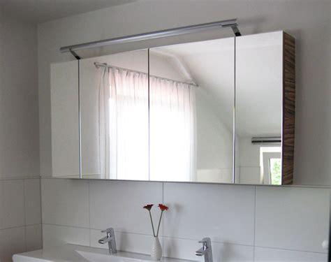 Moderne Badezimmer Spiegelschränke by Luxus Badezimmer Modern Bad Spiegelschrank Mit Blau Akzent