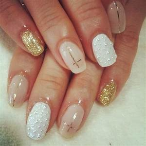Gold & white cross nail art   Xmas nail art   Pinterest ...