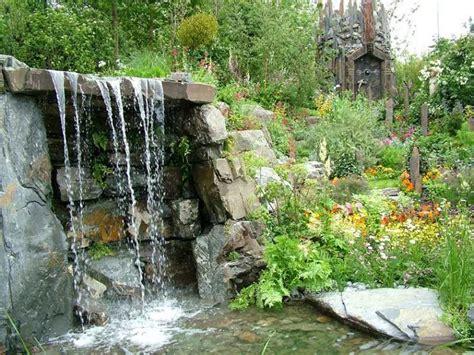 cascate da interno giochi d acqua 42 idee tra fontane e cascate per