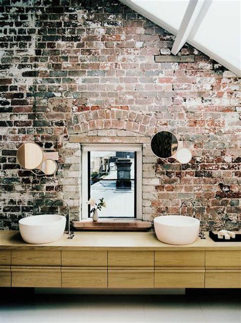 briques dans la salle de bain studio ekl