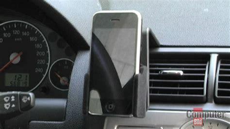 iphone 6 halterung auto das iphone im auto halterung freisprecheinrichtung und autoradio computer bild
