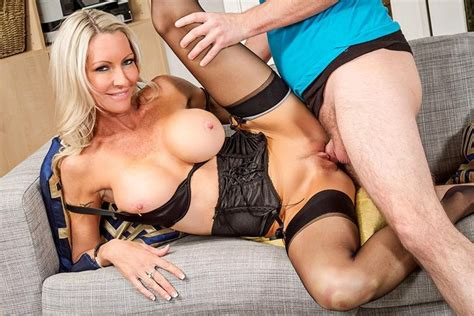 Mature Emma Starr Fucking In The Couch With Her Lingerie
