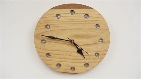 gambar woodstock jam dinding rak buku partisi ruangan key