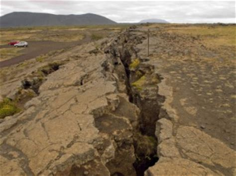 Fault line dictionary definition | fault line defined