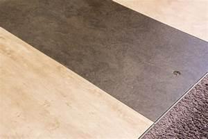 Pvc Boden Fußbodenheizung : vinyl auf fliesen verlegen sinnvoll oder nicht ~ Markanthonyermac.com Haus und Dekorationen