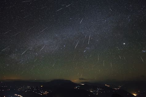 The stars at night are big and…. falling: Geminid Meteor ...