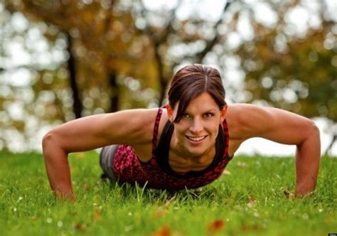 Static Exercise Moves Sculpt A Tight Toned Body Without